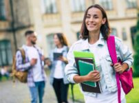 薬学部の進学で給付金を活用する
