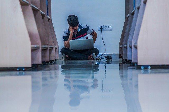 薬学部で勉強に苦労する